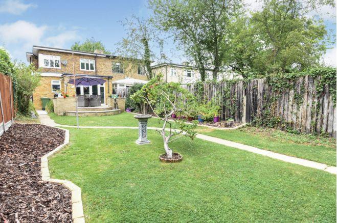 3 Bedroom Semi Detached House For Sale In Eastern Avenue East Gidea Park Rm2 5ra