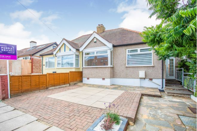2 Bedroom Semi Detached Bungalow For Sale In Marnham Crescent Greenford Ub6 9sw