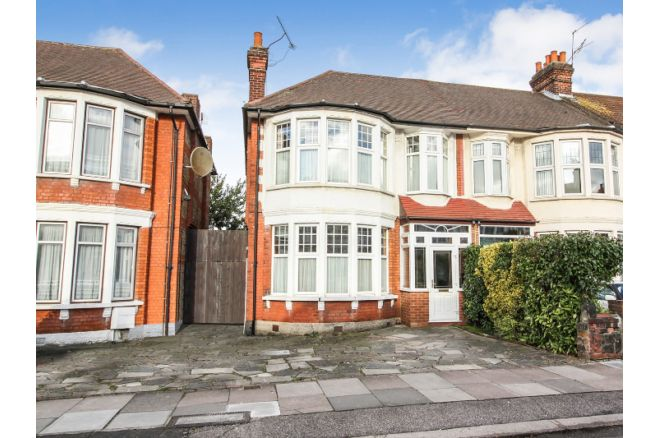 3 Bedroom End Of Terrace House For Sale In Berkshire Gardens, Palmers  Green, N13 6AA