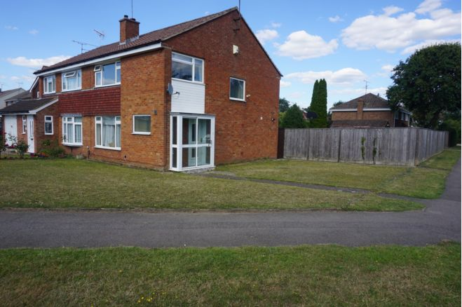 3 Bedroom Semi Detached House To Rent In Cobham Road Reading Rg5 4lb